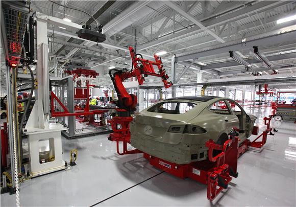 特斯拉关闭工厂:引入机器人以升级生产线