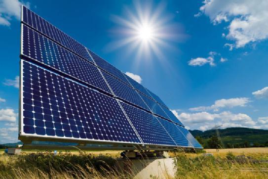 2月15日从国家能源局获悉,2014年全国新增并网光伏发电容量1060万千瓦,仅完成年初目标的76%,其中力推的分布式光伏仅完成26%。不过,这似乎并不影响国家能源局对2015年形势的乐观判断,预定全年新增光伏并网目标达到1500万千瓦,比去年实际完成量提升50%。      业内人士认为,2014年光伏装机目标未完成的原因在于项目核准制改为备案制后,地方项目审批节点普遍延后,以及项目建设融资迟缓,银行等金融机构的资金支持不足等。2015年光伏行业政策扶持力度有增无减,目标完成的最大难点还是在分
