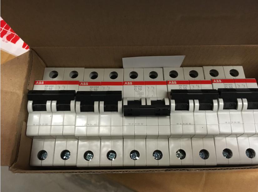 传感器(图7) 传感器(图7) 它由激光器,激光检测器和测量电路组成.